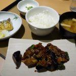 やよい軒であまり目ただない「なす味噌と焼魚の定食」を食べてみた。