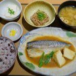 久しぶりのやよい軒で「サバの味噌煮定食」を注文した。